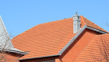 the-house-with-a-roof-of-tiles